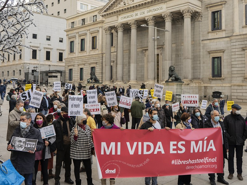 https://caum.es/wp-content/uploads/2020/12/euthanasia123.jpg